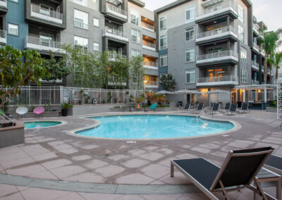 apartment complex in anaheim with swimming pool